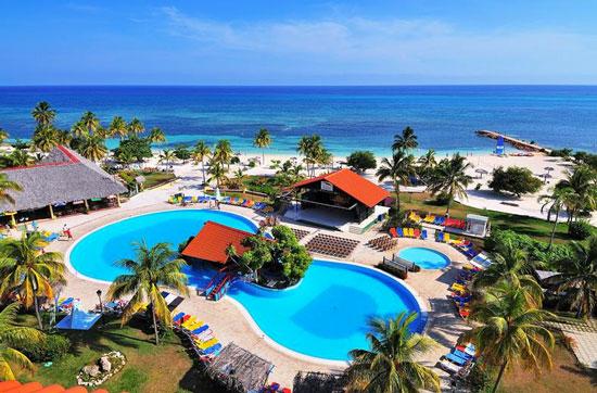 Zonnig hotel aan de Cubaanse kust met fantastische zwembaden