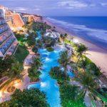 Vijfsterrenhotel aan de Braziliaanse kust met meerdere zwembaden