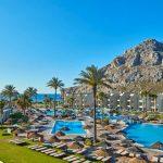 Prachtig grote zwembaden op het levendige eiland Rhodos