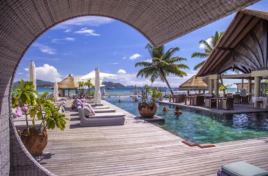 Mooie infinity pool bij hotel op de Seychellen