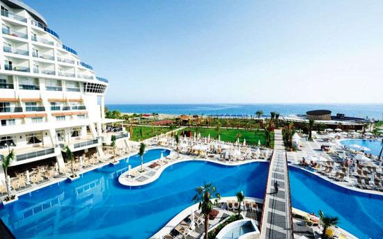 Vakantie met groot zwembad Side