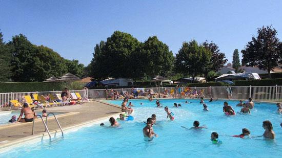 Frankrijk met groot zwembad