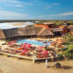 Fantastisch hotel aan parelwit zandstrand met infinity zwembad
