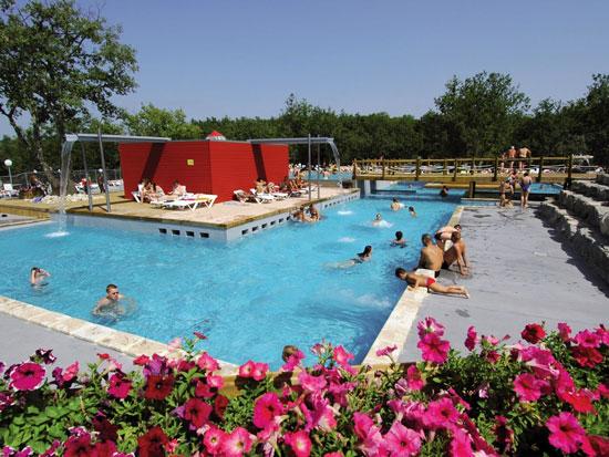Camping met groot zwembad in avontuurlijke omgeving van de Ardèche