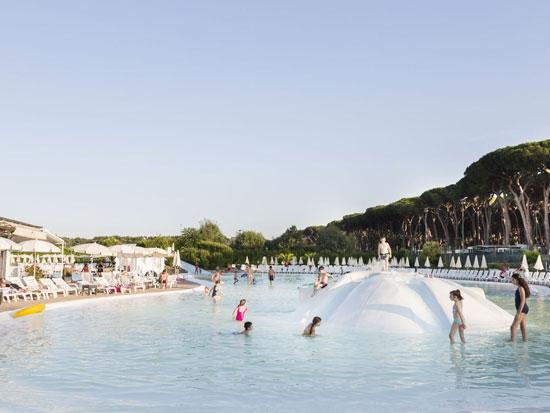 Stedentrip vlakbij Rome met groot zwembad