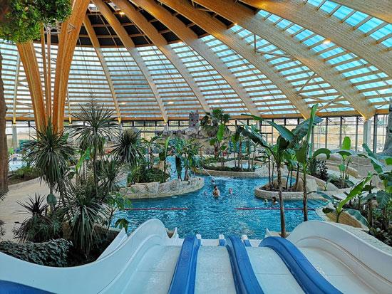 Groot zwembad in Noord-Frankrijk