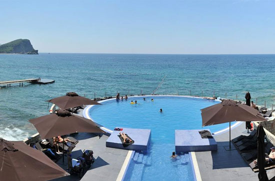 Vakantie Budva met droomzwembad