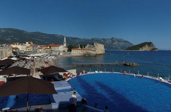 Resort Budva met droomzwembad