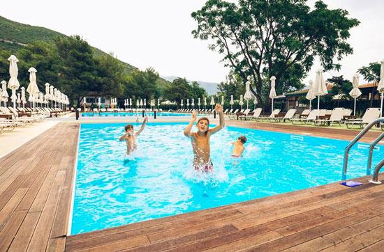Fijn hotel aan de Montenegrijnse kust met zwembad