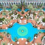 Luxe hotel met enorm zwembad in Israël