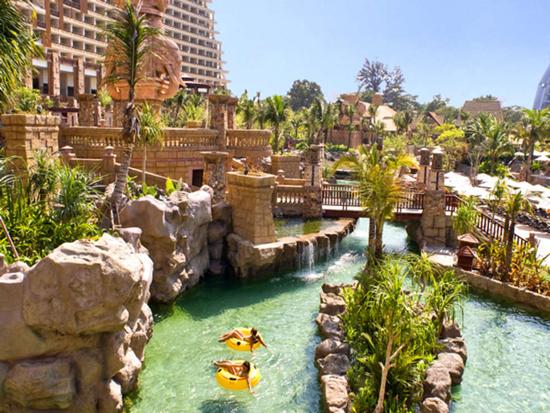 Groot zwembad in Thailand