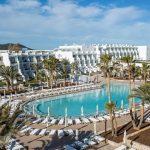 Fijn vijfsterren hotel aan de zonnige kust van Ibiza