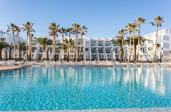 Hotel met groot zwembad Ibiza