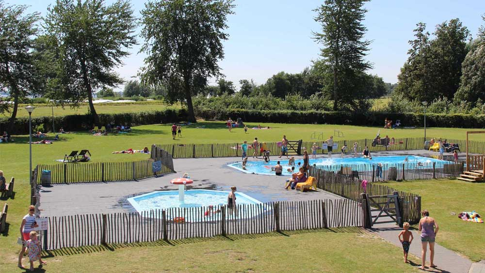 Camping Flevostrand, met binnenzwembad, buitenzwembad en strand/meer!