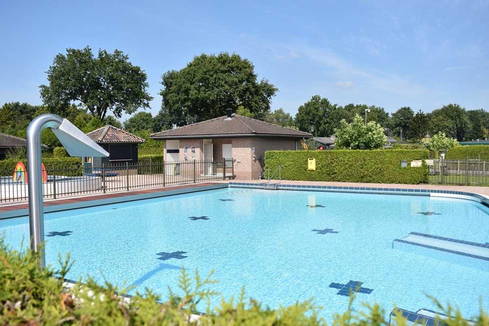Een vakantiepark/camping op de Veluwe met een heerlijk binnen- en buitenzwembad
