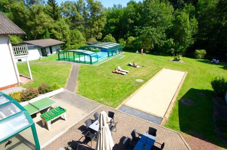 Hotel met buitenzwembad, dichtbij Luik