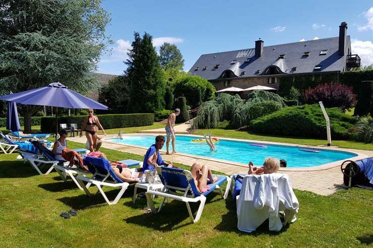 Hotel met buitenzwembad in Jupille in België