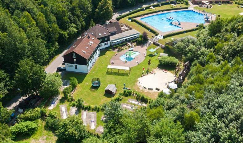 Rustig hotel in Duitsland, dichtbij Nederland, met buitenzwembad
