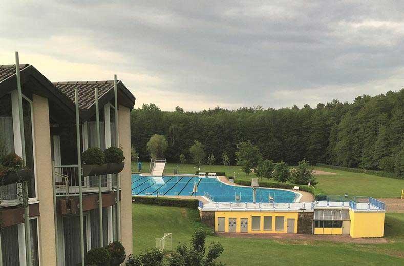 Hotel in Duits Saarland met wellness en openlucht zwembad. Overzicht met hotels in Duitsland met butenzwembad.