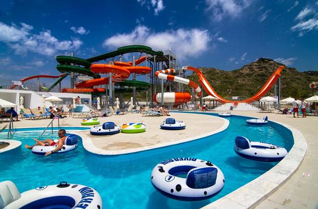 Aquapark met waterglijbanen in Griekenland