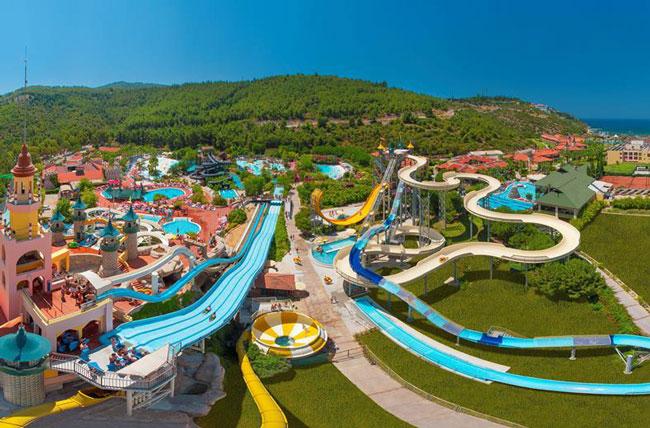 Mega aquapark in Kusadasi met 15 waterglijbanen