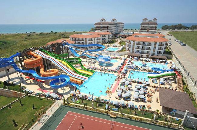 Hotel met groot waterpark aan het strand in Turkije