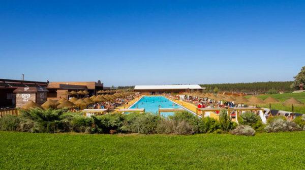 Groot zwembad in Portugal vakantie