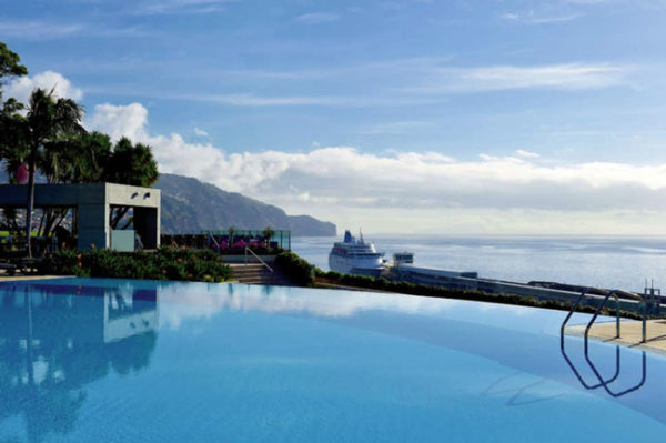 Infinity pool op Madeira