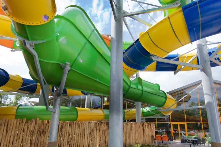 Zwemplezier en overnachten bij het waterpark van Slagharen