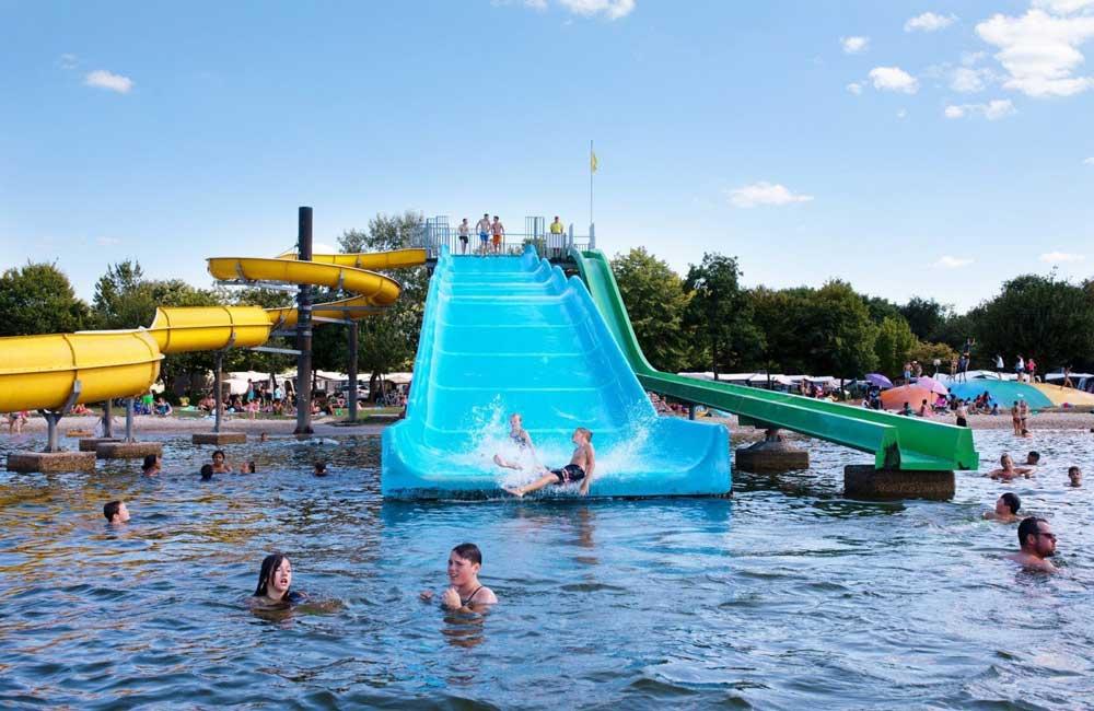 Waterparken in Nederland, bekijk het buiten aquapark van vakantiepark Prinsenmeer.